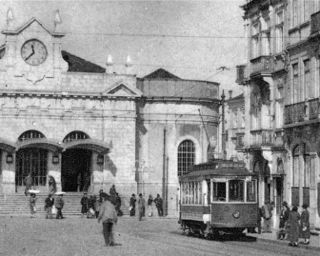 Tram in               front of the Coimbra station